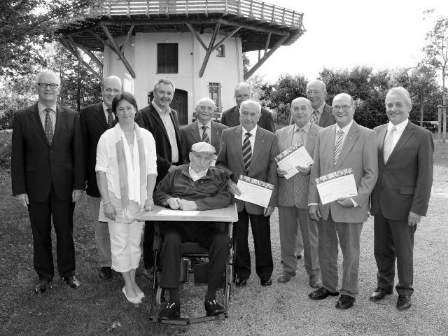 Willi Möhring im Sommer 2011 zusammen mit Mitgliedern der CDU Ortsunion Tonnenheide sowie Steffen Kampeter MdB, Friedhelm Ortgies MdL und Bürgermeister Bernd Hachmann