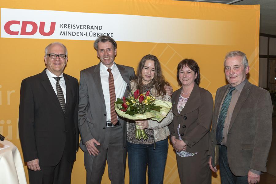 Dr. Bert Honsel zusammen mit seiner Frau Dunja, sowie Bürgermeister Bernd Hachmann, Stadtverbandsvorsitzende Bianca Winkelmann und CDU-Landtagsabgeordneter Friedhelm Ortgies