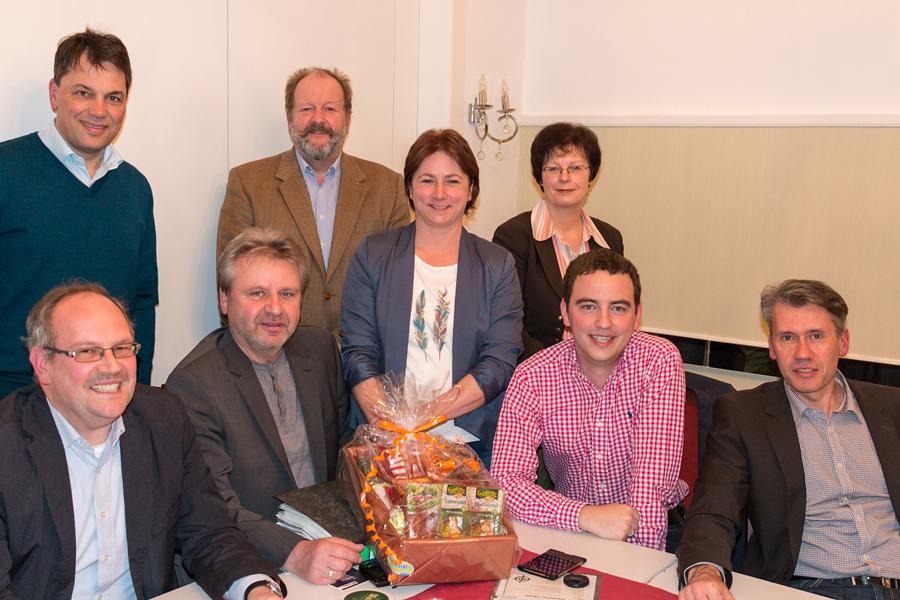 Der neu gewählte Vorsitzende Christoph Hartke (2. v. re.), CDU-Bürgermeisterkandidat Bert Honsel (re.), CDU-Stadtverbandsvorsitzende Bianca Winkelmann (4. v. re.) zusammen mit den weiteren gewählten Vorstandsmitgliedern