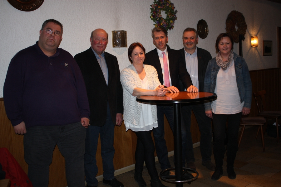 Dr. Bert Honsel hat sich bei der Ortsunion-Tonnenheide vorgestellt (von links): Heiko Ahrens, Hermann Schmidt, Bianca Winkelmann, Bert Honsel, Christian Krüger und Marlies Schröder.