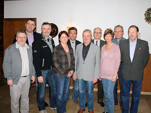 Mitglieder und Gäste der OU Tonnenheide um den Landtagsabgeordneten Friedhelm Ortgies